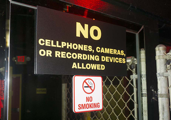 no cell phone sign in bar